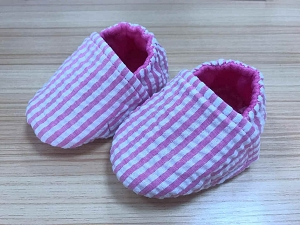 Seersucker Crib Shoes (Pink)