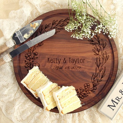Walnut Cutting Board - Wedding Wreath
